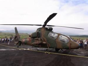 観測ヘリコプター OH-1