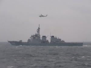 ミサイル護衛艦「こんごう」と哨戒ヘリコプター「SH-60J」