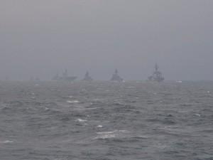 受閲艦艇部隊。先頭はミサイル護衛艦「あしがら」