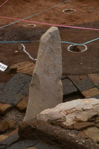 仏像の削られた巨石