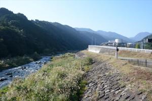 太閤橋から早川上流方面を望む