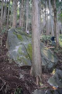 矢穴の残る巨石その二