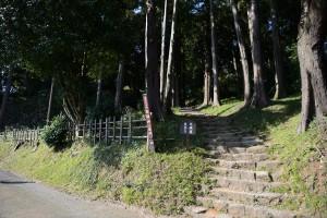 石垣山一夜城入り口