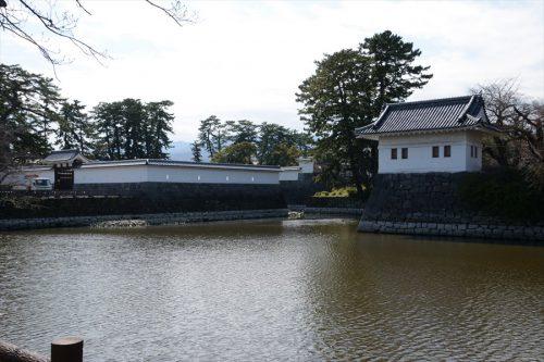 馬出門と隅櫓周辺(3月17日)