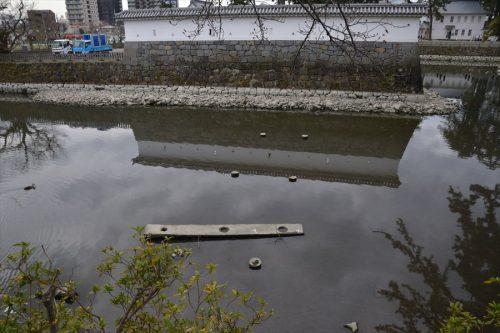 隅櫓脇の橋脚跡(3月18日)